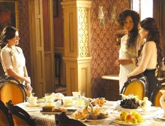 """Em """"Lado a Lado"""", Isabel, Laura e Sandra armam plano para desmascarar Catarina"""