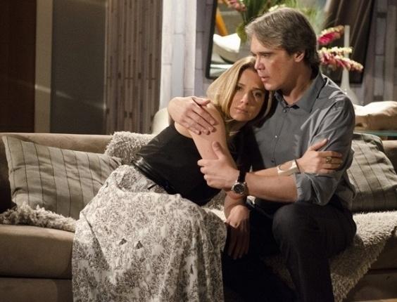 """Em """"Salve Jorge"""", Carlos consola Antonia e promete deixar Amanda"""