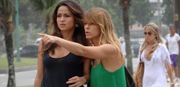 """Na ficção, Jéssica (Carolina Dieckmann) e Morena (Nanda Costa) intepretam mulheres que são vítimas do tráfico na novela global """"Salve Jorge"""""""