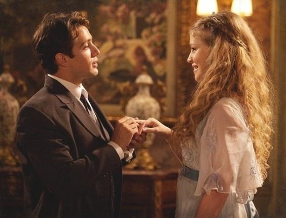 """Em """"Lado a Lado"""", Albertinho pede Esther em casamento durante jantar de família"""