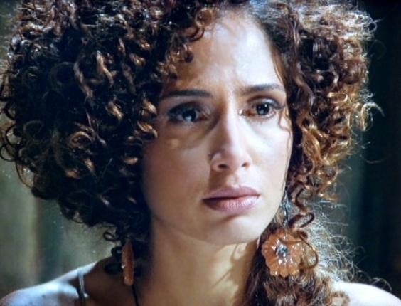 """Em """"Lado a Lado"""", Jurema joga búzios para Isabel e vê o filho dela vivo"""