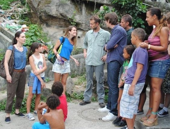 """Em """"Malhação"""", Fatinha deixa gringos boquiabertos em passeio à favela"""