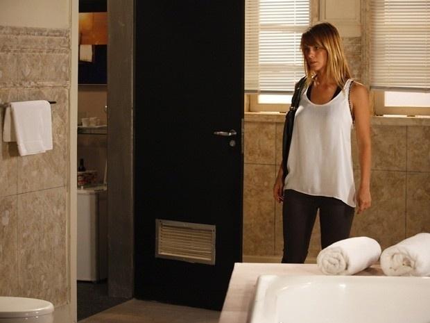 """Em """"Salve Jorge"""", Jéssica encontra o quarto de Lívia"""
