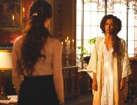 """21.jan.2013 - Em """"Lado a Lado"""", Laura decide sair da casa de Isabel"""