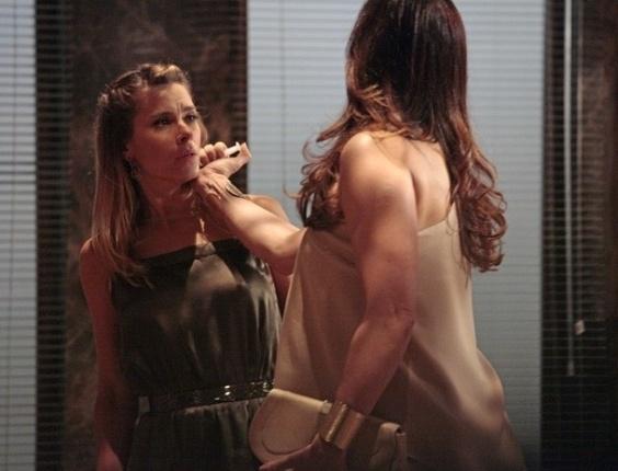 21.jan.2013: Livia e Jéssica em Salve Jorge