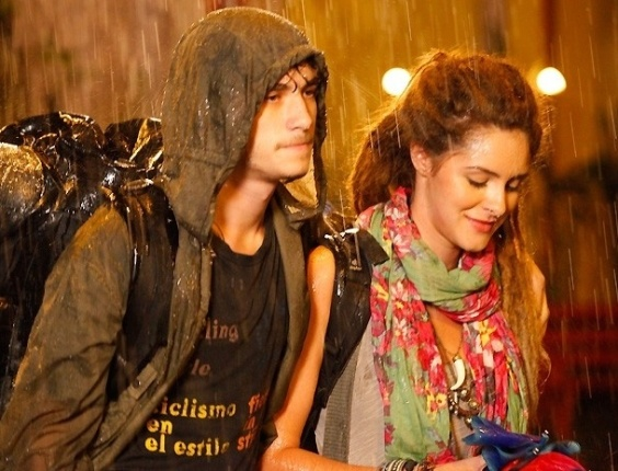 """23.jan.2013 - Em """"Malhação"""", Dinho se despede de Lia e vai embora com Valentina"""