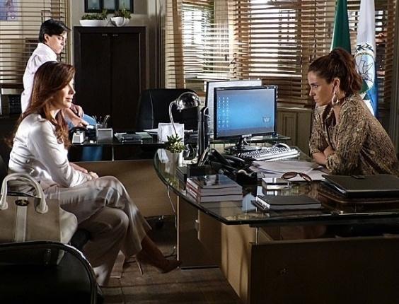 """23.jan.2013 - Em """"Salve Jorge"""", Helô estranha história contada por Lívia e decide interrogar Russo e Wanda"""
