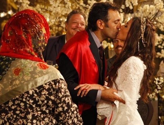 """31.jan.2013 - Em """"Salve Jorge"""", Zyah e Ayla se casam"""