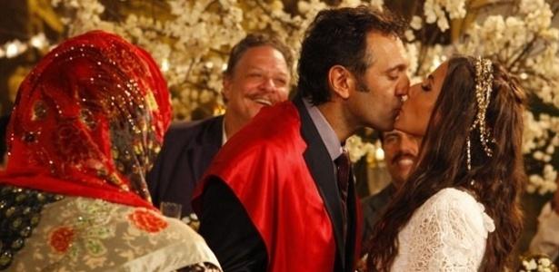 "Zyah e Ayla em cena de ""Salve Jorge"""