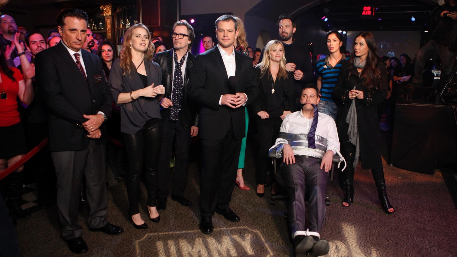 Matt Damon (ao centro)