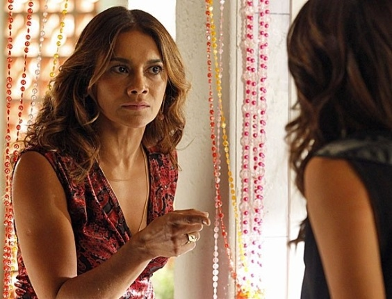 """Em """"Salve Jorge"""", Lucimar pressiona, mas Morena nega que é usuária de droga"""