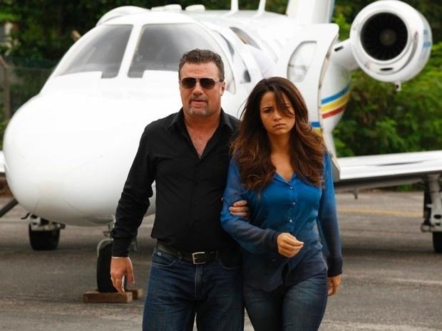 Adriano Garib e Nanda Costa em Salve Jorge