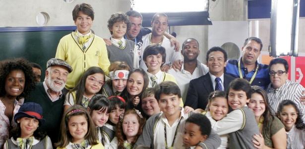 """Elenco de """"Carrossel"""" grava últimas cenas na Escola Mundial. Em clima de despedida, atores, familiares e produção festejaram e se emocioram"""