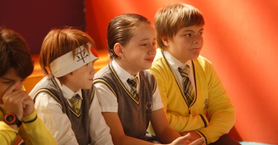"""4.fev.2013 -  Elenco de """"Carrossel"""" grava últimas cenas na Escola Mundial. Em clima de despedida, atores, familiares e produção festejaram e se emocioram"""