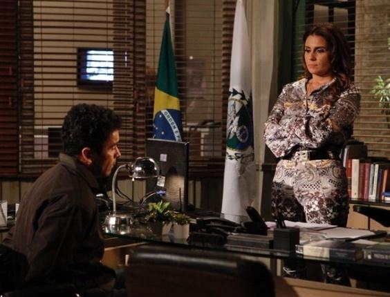 6.fev.2013 Helô interroga bandido e manda cercar casa de Santiago