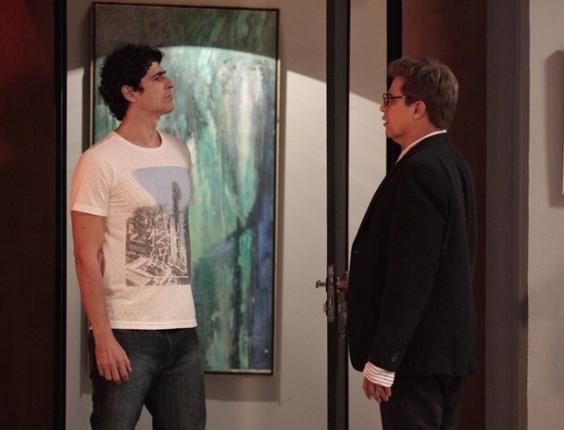 6.fev.2013 Nando procura Felipe para conversa séria