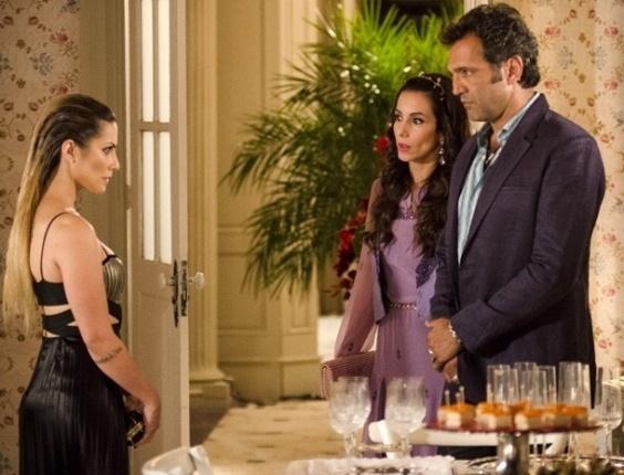 14.fev.2013 - Bianca (Cleo Pires) descobre que Zyah (Domingos Montagner) está casado com Ayla (Tânia Khalill)