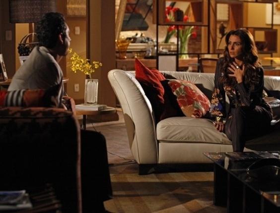 16.fev.2013 - Helô (Giovanna Antonelli)  manda Stenio (Alexandre Nero) voltar para casa