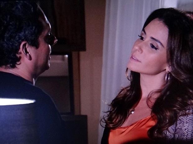 """20.fev.2013 - Em """"Salve Jorge"""", Helô expulsa Stenio de casa depois de saber que ele aceitou trabalhar para Lívia"""
