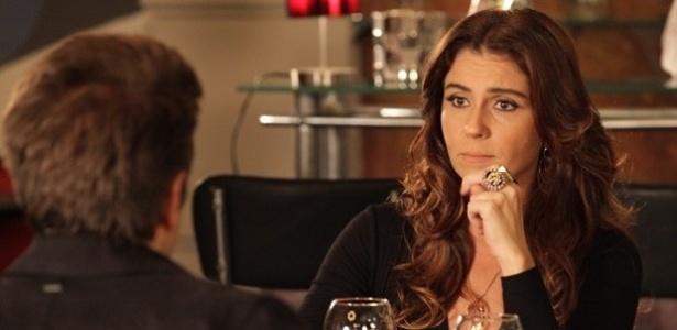 20.fev.2013 - Helô (Giovanna Antonelli) e Ricardo (Alexandre Barros) suspeitam que a boate da máfia esteja na Turquia