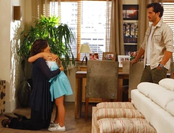 21.fev.2013 - Manoela (Guilhermina Guinle) reaparece, e Fábio (Paulo Rocha) fica chocado com a mudança da ex
