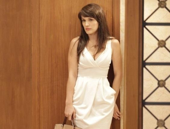 22.fev.2013 - Carolina (Bianca Bin) propõe a Felipe (Edson Celulari) sabotar o desfile da Positano