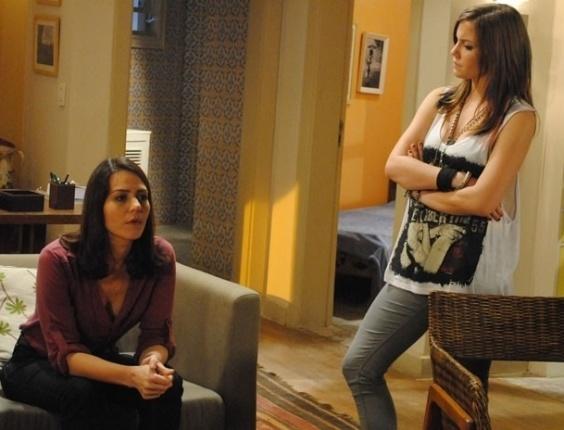 22.fev.2013 - Lia (Alice Wegmann) descobre mentira de Raquel (Patrícia Vilela)