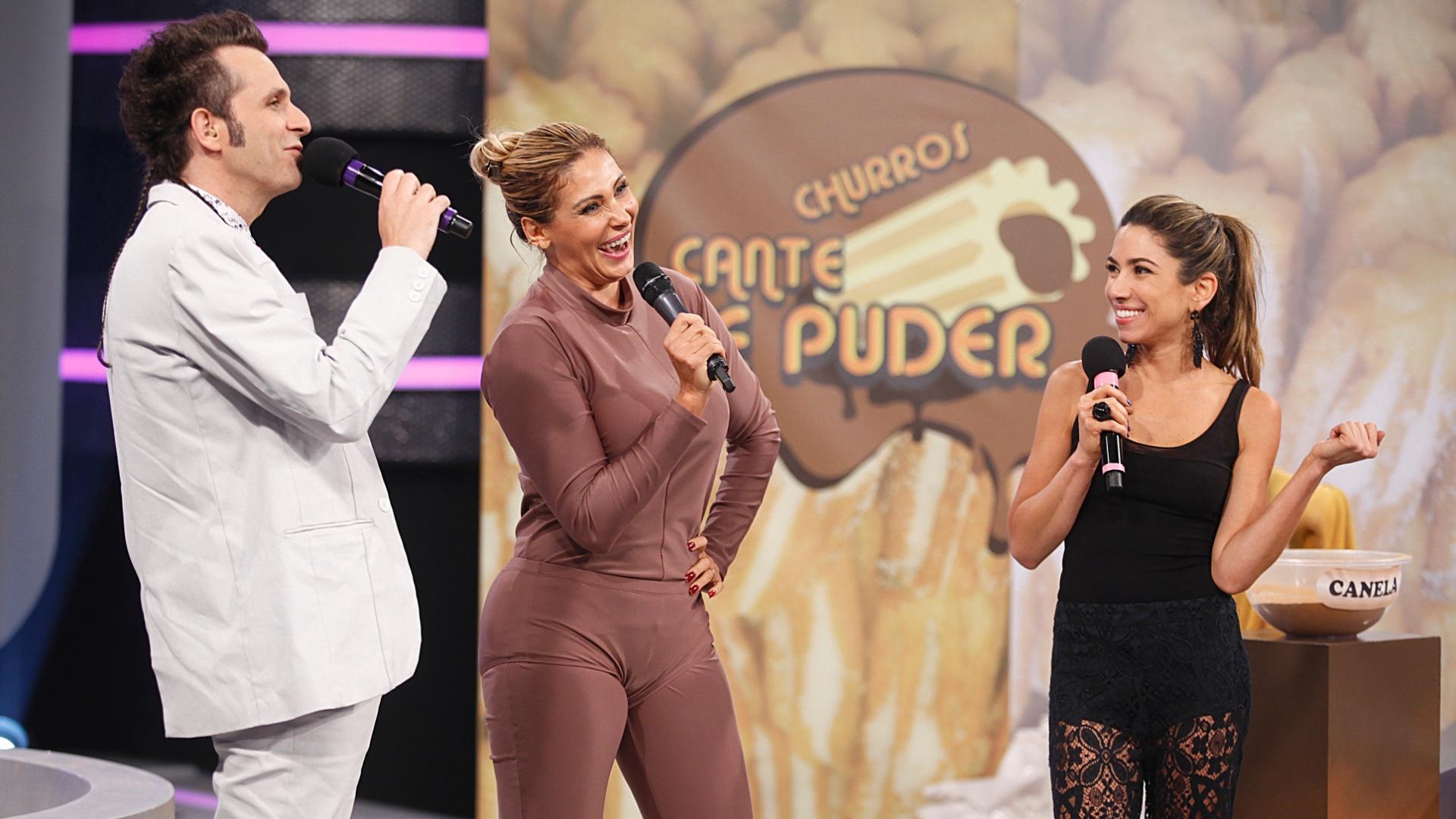 27.fev.2013 - Ângela Bismarchi participa da gravação do programa