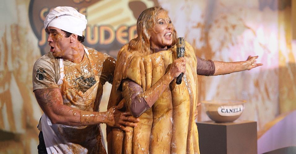 """27.fev.2013 - Fantasiada de churros, Ângela Bismarchi levou um banho de doce de leite durante gravação do programa """"Cante se puder"""" (SBT), que vai ao ar hoje às 22h45"""