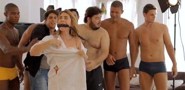 1º.mar.2013 - A atriz Maitê Proença em cena do vídeo