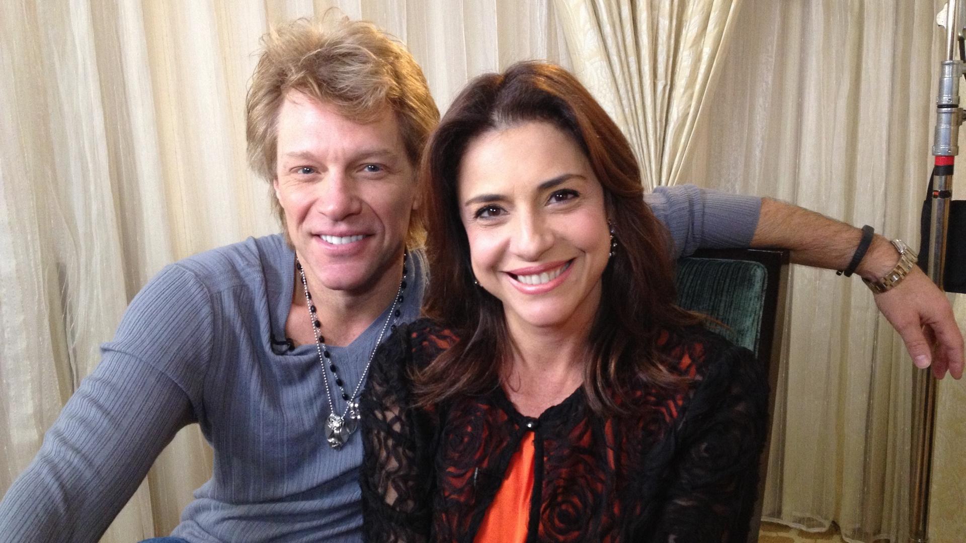 3.mar.2013 - Repórter Monica Sanches entrevista o cantor Jon Bon Jovi, nos Estados Unidos