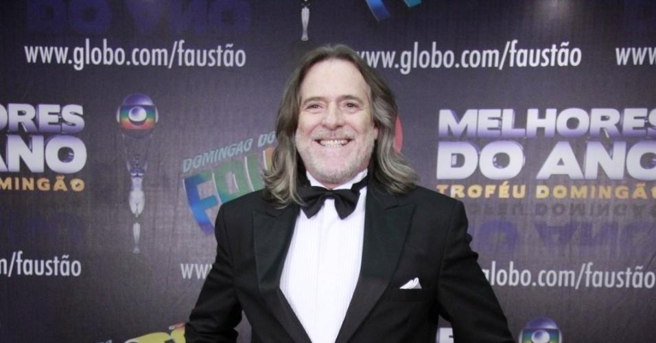 3.mar.2013 - José de Abreu posa para fotos no prêmio Melhores do Ano no