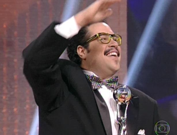 """3.mar.2013 - Tiago Abravanel ganha prêmio de Ator Revelação no """"Melhores do Ano no Faustão"""""""