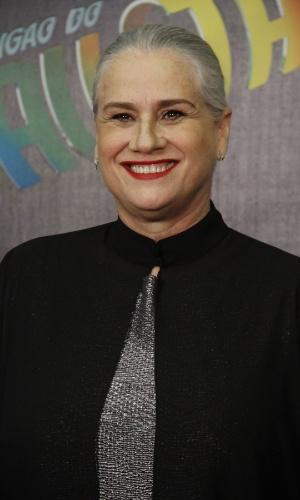 """3.mar.2013 - Vera Holtz posa para fotos no prêmio Melhores do Ano no """"Domingão do Faustão"""""""