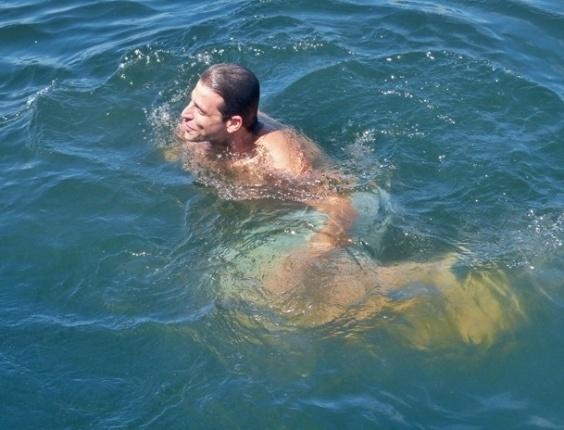 "4.mar.2013 - Henri Casteli gravou cenas de ""Flor do Caribe"" na Barra da Tijuca, zona oeste do Rio"