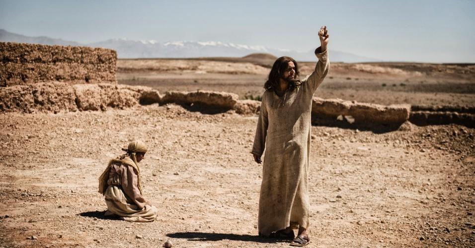 """5.mar.2013 - Jesus prega no deserto em cena da série """"A Bíblia"""", exibida nos EUA pelo History Channel"""