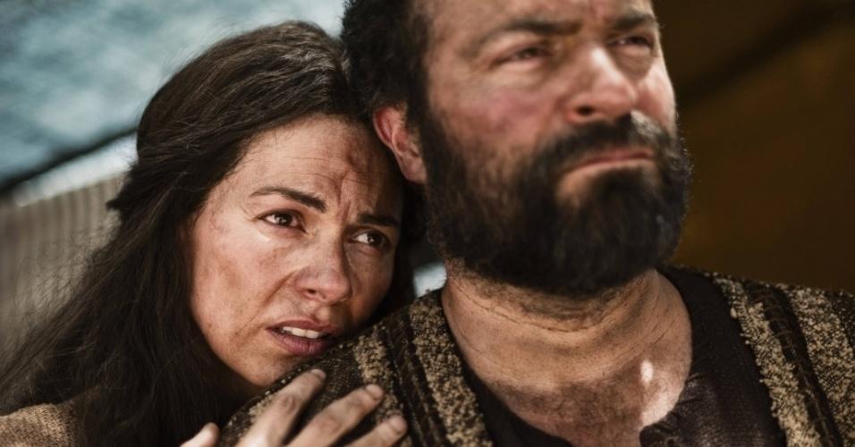 """5.mar.2013 - Sara e o profeta Abraão em cena da série """"A Bíblia"""""""