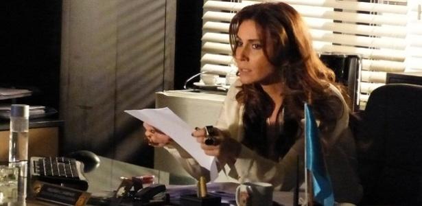 Delegada descobre quem é a empresária após Rachel (Ana Beatriz Nogueira) ser assassinada por ela