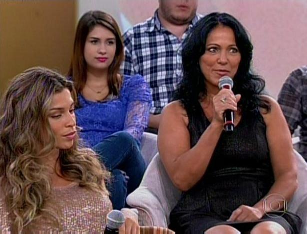 """11.mar.2013 - Ao lado da mãe, Grazi Massafera participa do """"Encontro Com Fátima Bernardes"""""""