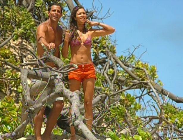 11.mar.2013 Cassiano e Ester confirmam que é o barco de Alberto e decidem ir até lá