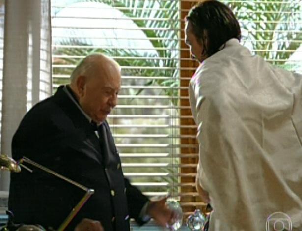 11.mar.2013 Dionísio chama Alberto e pede que o neto assuma os negócios da família, mas ele nega