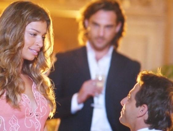 """11.mar.2013 Em """"Flor do Caribe"""", Cassiano pede Ester em casamento"""