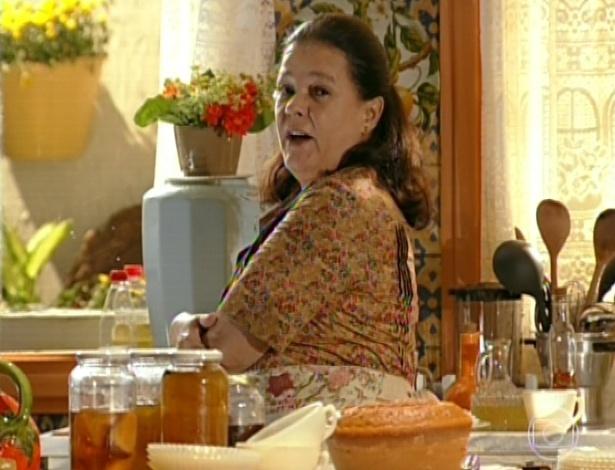 11.mar.2013 Olivia chama Taís e diz que Candinho já está chegando com o leite e que é para ela ir buscar lá fora