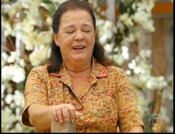 11.mar.2013 Olívia diz para Candinho andar logo que ela quer começar a cozinhar