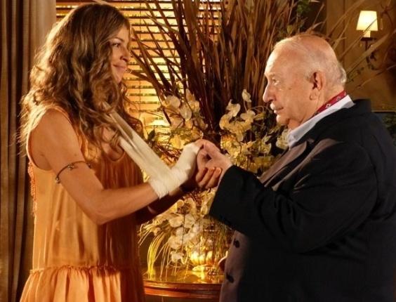 """14.mar.2013 - Em """"Flor do Caribe"""", Ester devolve anel de noivado a Dionísio"""