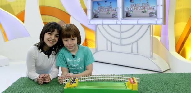 Os atores Ana Vitória Zimmermann e Matheus Ueta