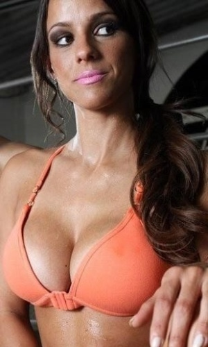 """18.mar.2013 - Carol Dias, nova panicat do """"Pânico da Band"""", é modelo  e já trabalhou como assistente do programa """"Legendários"""" entre 2010 e 2011. Carol também participou do concurso Gata do Paulistão em 2010 e atuava como ring girl de campeonatos do UFC"""