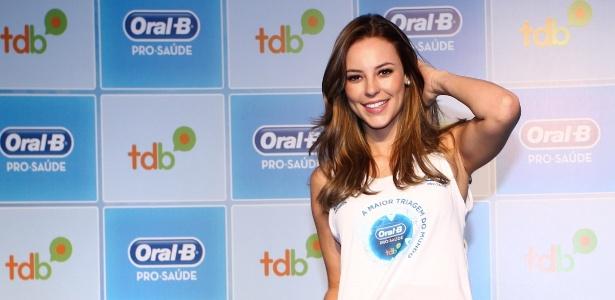 Paolla Oliveira participa de ação promovida por uma marca de produtos de higiene bucal
