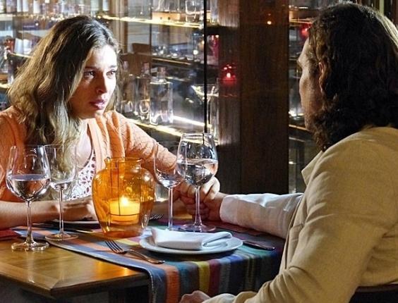 """21.mar.2013 Em 'Flor do Caribe"""", Alberto inventa mais uma mentira para convencer Ester de que Cassiano era um bandido"""