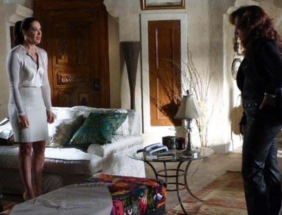 """22.mar.2013 Em """"Salve Jorge"""", Lívia confessa a Wanda que está apaixonada por Théo"""